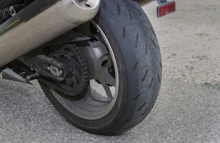 R17.hu Motorgumi webáruház - Michelin Power RS Motorgumi teszt - A ... a6b37ab857